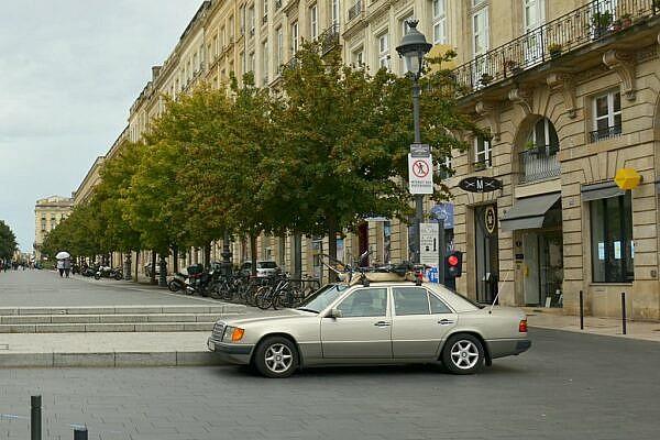 Старый Мерседес в Бордо