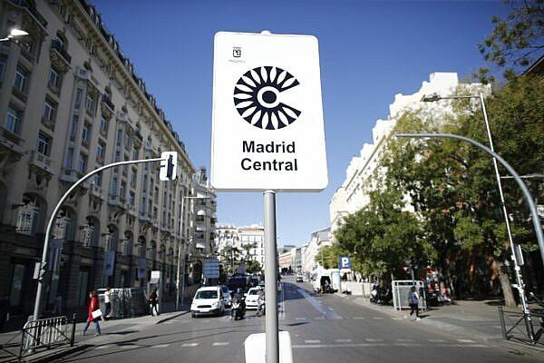 Знак въезда в зону нулевых выбросов в Мадриде