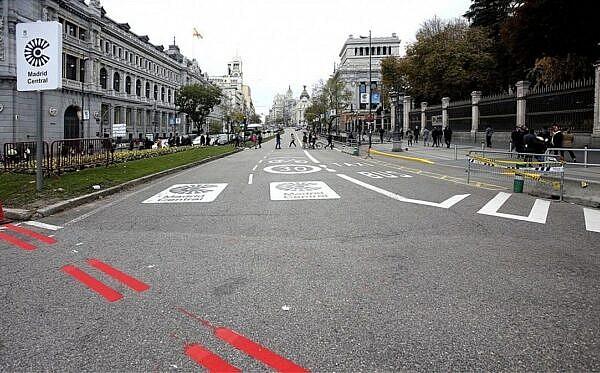 Разметка и знак въезда в зону ZEZ Мадрид-центр